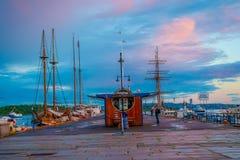 奥斯陆,挪威- 2015年7月8日, :迷人的小游艇船坞区域 图库摄影