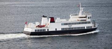 奥斯陆,挪威- 2012年5月17日:小轮渡Huldra在奥斯陆中水域运输乘客  免版税图库摄影