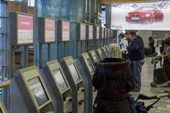 奥斯陆,挪威- 2014年11月27日:自动乘客清除a 免版税图库摄影