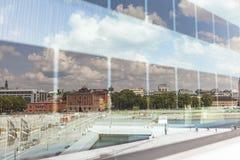 奥斯陆,挪威- 7月09 :在全国奥斯陆歌剧院的边的看法 免版税库存照片