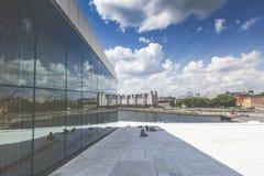 奥斯陆,挪威- 7月09 :在全国奥斯陆歌剧院的边的看法 库存图片