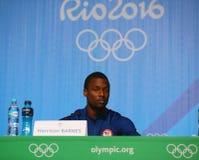 奥林匹克冠军在人` s蓝球队美国新闻招待会期间的哈里逊巴恩斯在里约2016年奥运会新闻中心 图库摄影