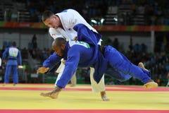 奥林匹克冠军捷克Judoka白色的卢克斯Krpalek在反对葡萄牙的豪尔赫丰塞卡湾的胜利以后 图库摄影
