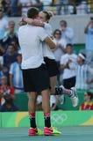 奥林匹克冠军杰克・索克(l)和美国Bethanie Mattek沙子在最后的混双以后庆祝胜利 库存图片