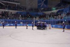 奥林匹克冠军队美国Meghan Duggan指挥行动的反对从俄罗斯的队奥林匹克运动员 库存图片
