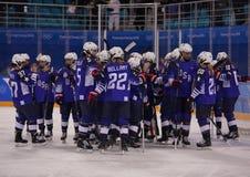 奥林匹克冠军队美国Meghan Duggan指挥行动的反对从俄罗斯的队奥林匹克运动员 免版税库存照片