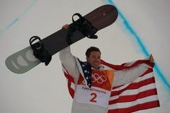 奥林匹克冠军Shaun White庆祝在人` s雪板halfpipe决赛的胜利在2018个冬季奥运会 图库摄影