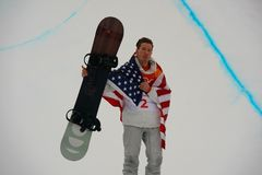 奥林匹克冠军Shaun White庆祝在人` s雪板halfpipe决赛的胜利在2018个冬季奥运会 库存照片