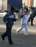 奥林匹克圣火。乌法市, respublika巴什科尔托斯坦共和国,俄罗斯,年12月20日, 2013。 免版税库存照片