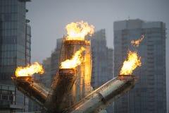奥林匹克圣火在温哥华 免版税库存照片