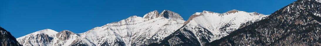 奥林匹斯山峰顶全景在冬天 免版税库存照片