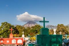 奥梅特佩岛火山岛 免版税库存照片
