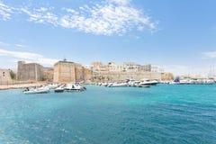 奥特朗托,普利亚-在奥特朗托港口的汽艇在意大利 图库摄影