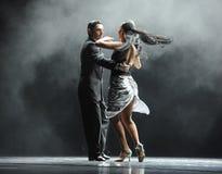 奥秘探戈舞蹈戏曲的背后照明坚韧人这身分 免版税库存照片