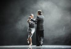 奥秘探戈舞蹈戏曲的背后照明坚韧人这身分 库存图片