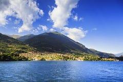 奥苏乔Tremezzina视图, Como湖区风景 意大利 免版税库存照片