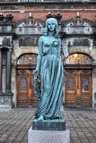 奥菲莉亚,火车站,赫尔新哥雕象  免版税库存照片