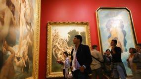 奥赛博物馆巴黎法国- Musee d `的奥赛游人 免版税库存图片