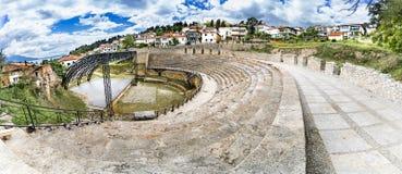 奥赫里德古色古香的古希腊圆形剧场或古董剧院  免版税库存照片