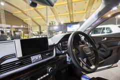奥迪Q5汽车美好的内部  免版税库存照片