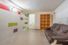奥里韦拉,西班牙2016年6月03日:游人的公寓在海附近在西班牙 免版税库存图片