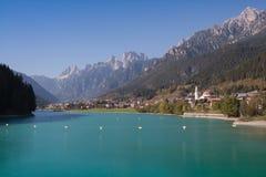 奥龙佐迪卡多雷和湖Santa Caterina湖Misurina看法  免版税图库摄影