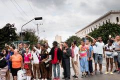 奥巴马汽车队观众在哈瓦那,古巴 库存照片