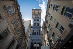 女低音学徒建筑师连接de街市du埃菲尔电梯解释的法国古斯塔夫最高的justa低里斯本的bairro城市做mesnier巴黎点ponsard葡萄牙拉乌尔s圣诞老人相似性结构对塔 免版税图库摄影