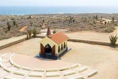 从女低音景色教堂的天线在阿鲁巴海岛上 免版税库存图片