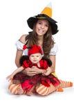 女儿万圣节母亲 免版税库存图片