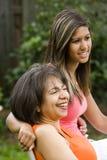 女儿人种间母亲 免版税库存图片