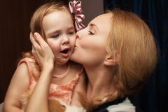 女儿和母亲的画象 库存照片