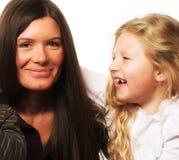 女儿她的小母亲 免版税库存图片