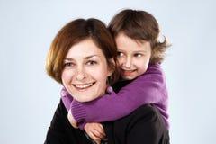 女儿她的母亲年轻人 免版税库存图片