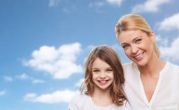 女儿愉快的母亲 免版税图库摄影