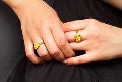 女儿日订婚母亲 免版税库存照片