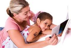 女儿母亲时间 免版税图库摄影