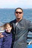 女儿父亲海洋 免版税库存照片