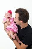 女儿父亲骄傲他的藏品的婴儿 免版税图库摄影