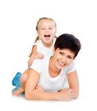 女儿笑的母亲 库存图片