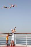 女儿风筝母亲多彩多姿使用 免版税库存照片