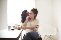 女同性恋的户内一起夫妇概念 图库摄影