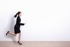 女商人奔跑 免版税库存图片