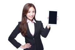 女商人展示片剂个人计算机 图库摄影