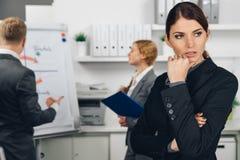 女商人忧虑在办公室 免版税库存照片