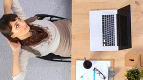 女商人放松用在她的头后的手和坐椅子 免版税库存照片