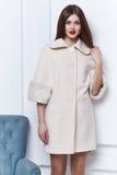 女商人穿戴冬天秋天的便衣样式 免版税库存照片