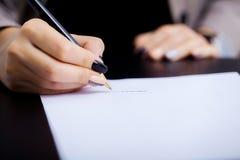 女商人签合同,企业合同细节 免版税库存照片