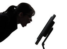 女商人计算机计算的叫喊的恼怒的剪影 免版税库存图片