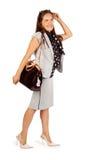 女商人走与袋子在工作室 免版税库存图片